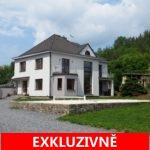 ( Prodáno ) Prodej samostatně stojícího rodinného domu s venkovním bazénem, saunou a vinotékou, Slapy, okres Praha - západ